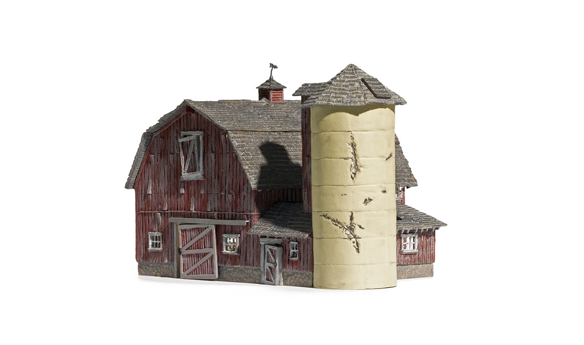 Old Weathered Barn - N Scale