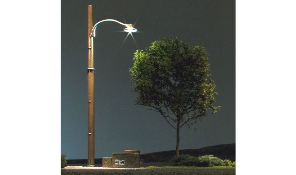 Wooden Pole Street Lights - HO Scale